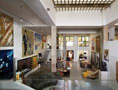 Hemos estado en la casa-estudio del pintor Enrique García Lozano, donde sus singulares obras conviven con piezas muy transgresoras http://www.elle.es/elledeco/casas/la-casa-de-enrique-garcia-lozano