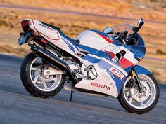 Great Sportbikes of the Past: Honda - The Birth Of Domination Honda Sport Bikes, Honda Motorcycles, Honda Cbr 600, Sportbikes, Bike Life, Custom Bikes, Motorbikes, Yamaha, Harley Davidson