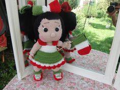 petite nouvelle une poupée au crochet au cheveux noir sa tenue dans les couleur de l italy : Jeux, jouets par sylvie-creatifcrochet