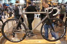Mosaic-custom-titanium-disc-brake-road-bike01