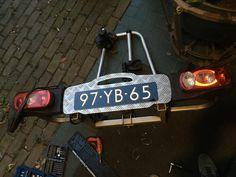 Ook maar meteen mijn fietsendrager gerepareerd.  Het plaathouder gedeelte was gebroken. En tegenwoordig mag je blauwe platen op dragers. Dus dat is mooi.