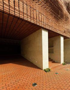 Gallery of Cloaked in Bricks / Admun Design & Construction Studio - 19