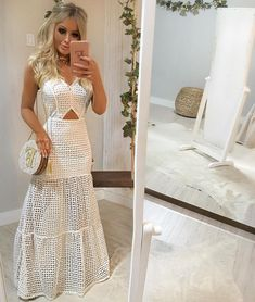 Ah que lindezaaaa!!! 😱😱😍😍 Esse já é meu 🙈💁 Longo em laise com o caimento IMPECÁVEL 🌟 Super versátil, para usar durante o dia ( amooo para… Casual Dresses, Fashion Dresses, Girl Fashion, Fashion Looks, Lovely Dresses, White Outfits, Types Of Fashion Styles, Dress Patterns, Dame
