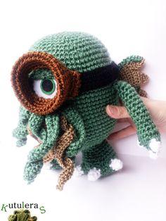Steampunk - Cthulhu minion/ Cthulhu plush / Minions / Cthulhu toy / Mashup plush / Hp Lovecraft / Lovecraft Mythos / Call of cthulhu / 9 inches / by Kutuleras Minion Crochet, Crochet Toys, Hp Lovecraft, Steampunk, Crochet Octopus, Call Of Cthulhu, Green Monsters, Love Craft, Horror
