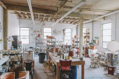 Helen Levi's pottery studio is nestled between residential houses and concrete loft spaces in the industrial yet quiet waterfront neighborhood of Red Hook, New York - Freunde von Freunden Art Studio At Home, Studio Room, Dream Studio, Studio Setup, Studio Ideas, Interior Design Images, Interior Design Studio, Ceramic Store, Pottery Studio