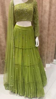 Party Wear Indian Dresses, Designer Party Wear Dresses, Indian Bridal Outfits, Dress Indian Style, Indian Fashion Dresses, Indian Designer Outfits, Pakistani Fashion Party Wear, Indian Wear, Beautiful Dress Designs