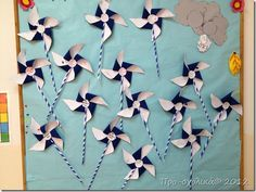 φυσηξε αέρας επανάστασης Diy And Crafts, Crafts For Kids, Greek Flag, 28th October, National Holidays, Greek Art, Baby Play, School Projects, School Ideas