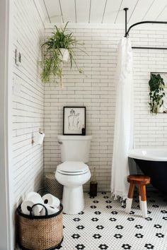 """DIY Sconces to have Light without Power """"Magic Light Trick"""" - Nesting With Grace Eclectic Bathroom, Small Bathroom, Clawfoot Tub Bathroom, White Bathroom Decor, Bathroom Vintage, Concrete Bathroom, White Bathrooms, Mirror Bathroom, Luxury Bathrooms"""