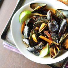 Thai red curry mussels Curry Mussels Recipe, Steamed Mussels, Thai Mussels, Thai Curry Paste, Thai Red Curry, Green Thai, Bruchetta, Seafood Recipes, Thai Recipes