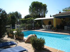 Location de vacances tout confort 3* avec piscine, jardin, cuisine d'été http://www.locations-de-provence.com
