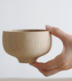 kashiwan bowl - hand turned bowls in natural oak by Kihachi studio (via analoguelife.com)