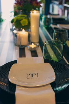 30th birthday dinner and cocktail party: black and white with green accents | TheMombot.com