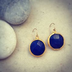 statement gemstone fashion MEDIUM SIZE bold earrings navy blue jade stone  textured gold statment earrings israel jewelry