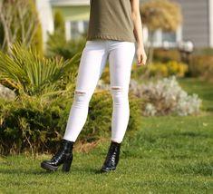 📌Beyaz Yırtık Pantolon 🏷80₺ ℹ️34, 36, 38, 40, 42 bedenleri mevcuttur. 🌏www.anindagiyim.com/urun/beyaz-yirtik-pantolon ☎️ 0212 438 73 25 ✅ Kapıda Ödeme ✅ Ücretsiz Kargo #moda #giyim #alışveriş #kadıngiyim #stil #trend #fashion #style #beyaz #pantolon #beyazpantolon #yırtıkpantolon #pants #clothes #yenisezon #indirim #ücretsizkargo #model White Jeans, Pants, Clothes, Fashion, Bebe, Trouser Pants, Outfits, Moda, Trousers