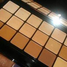 Graftobian HD Glamour Creme foundation palette. Another excellent foundation...the palette is very conveinent for artists