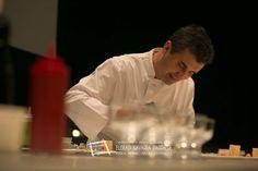 """Raúl Fernández del bar Chelsy de Pamplona Consigue el libro del campeonato con todas las recetas en: http://www.campeonatodepintxos.com/tienda Raúl Fernández participó con el pintxo """"OnddONALD. Guiso de pato con hongos, cremita de kumquats y bouquet de flores con aroma de trufa""""  en el IX Campeonato de Euskal Herria de Pintxos representando al bar Chesy de Pamplona, que se encuentra en la Iturrama, 20. (T. 948 252830). #Hondarribia #pintxos #tapas #CampeonatoPintxos"""