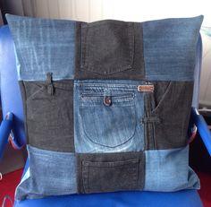 Jeans pockets pillow, kontzakken kussen van oude spijkerbroeken.