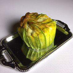 Und so schauen sie aus wenn sie gefüllt sind. Und das Rezept für meine gefüllten Zucchiniblüten gibt's natürlich auch dazu: http://ift.tt/20YYrjv - http://ift.tt/1Ku8h61