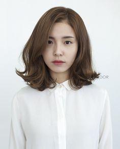 Trendy ideas for haircut korean wavy hair Medium Hair Cuts, Short Hair Cuts, Medium Hair Styles, Curly Hair Styles, Haircut Medium, Korean Perm Short Hair, Korean Hair Medium, Korean Curls, Korean Short Hairstyle