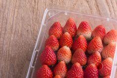 Tee tämä ja mansikkasi säilyvät pidempään tuoreena – tarvitset vain 1 raaka-aineen keittiöstä – Herkkusuu.fi