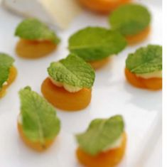 I think i would swap in marscarpone for the blue cheese. Apricots with Blue Cheese & Mint Apricot Recipes, Mint Recipes, Fall Recipes, Gourmet Recipes, Appetizers For Party, Appetizer Recipes, Appetizer Dips, Bbq Menu, Best Party Food