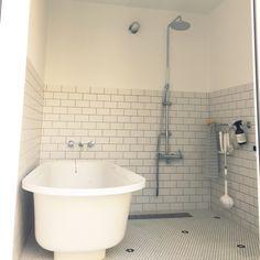tsunotanさんの、置き型バスタブ,造作浴室,サブウェイタイル,照明,男前,モノトーン,北欧,お風呂,バス/トイレ,のお部屋写真