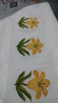This Pin was discovered by Ipe Cross Stitch Bookmarks, Cross Stitch Cards, Cross Stitch Borders, Crochet Borders, Cross Stitch Flowers, Cross Stitch Designs, Cross Stitching, Cross Stitch Patterns, Hand Embroidery Stitches