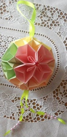 But those Temari (Kusudama). Kids Origami, Origami Paper Art, Origami Ball, Diy Paper, Gato Origami, Crafts To Make, Diy Crafts, Origami Bookmark, Modular Origami