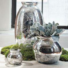 Mercury Glass DIY  Talvez seja só eu, mas tenho notado que o mercúrio do vidro está em toda parte nesta temporada! Eu acho que de vidro de mercúrio é eternamente linda, mesmo que seja um substituto mais barato para a prata. E ao olhar através do catálogo West Elm, vi alguns vasos de vidro de mercúrio e pensei comigo mesmo ... Eu posso fazer isso! Então, esta é a minha West Elm knockoff mercúrio vaso de vidro como fazer. Aqui está uma foto minha inspiração: