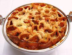 Jamie Olivers Honeycomb Canneloni Looks fabulous, tastes even beter Jaime Oliver, Tasty, Yummy Food, Dinner Tonight, Pasta Dishes, Honeycomb, Pasta Recipes, Main Dishes, Vegetarian Recipes