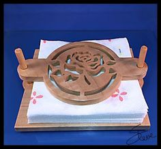 DIY Wooden Napkin Holder Pattern for the Scroll Saw. #rosepattern #freewoodworkingplans (donations happily accepted) #vintagestyle #fretwork #cutcurves #scrollsawpractice #scrollsawpatternsandprojects #freeplansforwoodworking http://scrollsawworkshop.blogspot.com/2015/07/picnic-napkin-holder-scroll-saw-pattern.html