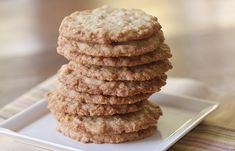 La meilleure recette de galettes d'avoine comme à l'école secondaire! Desserts With Biscuits, Cooking Oatmeal, Oatmeal Cookies, Fondant Cakes, Baked Goods, Sweet Tooth, Food And Drink, Dessert Recipes, Cooking Recipes