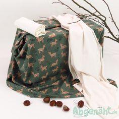 Jersey + Bündchen   Stoffpaket 1,3m   Reh   Grün - Creme - Stoffe,Schnittmuster, Nähzubehör und Nähmaschinen, 13,03 € Blanket, Diy Sewing Projects, Deer, Fabrics, Sewing Patterns, Gowns, Blankets, Cover