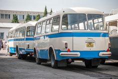 ...s autobusovým přívěsem Jelcz PO 1E s 31 místy k sezení. Nice Bus, Busses, Mens Clothing Styles, Locomotive, Cars And Motorcycles, Vintage Cars, Porsche, Automobile, Trucks
