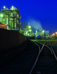 ブルーサブさん「ドラマチック工場鉄道夜景」