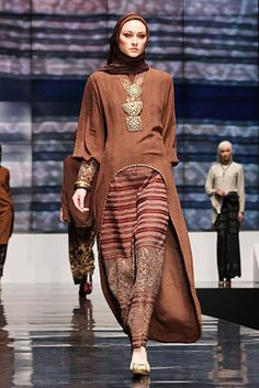 Ida Royani From West To The East. Indonesia Fashion Week 2012 at Jakarta Convention Center. Batik Muslim, Kebaya Muslim, Muslim Dress, Batik Kebaya, Kebaya Dress, Batik Dress, Modest Fashion, Unique Fashion, Fashion Outfits