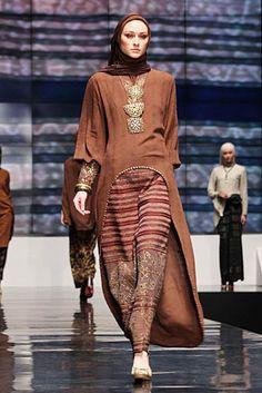 Ida Royani From West To The East. Indonesia Fashion Week 2012 at Jakarta Convention Center. Kebaya Dress, Batik Kebaya, Batik Dress, Hijab Dress, Batik Muslim, Kebaya Muslim, Muslim Dress, Modest Fashion, Unique Fashion