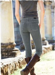 The 5-pocket Grey Skinny Jeans are 98% cotton with 2% polyurethane for just the right amount of stretch.