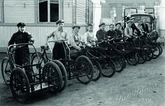 Keskimaan asiapoikia ja kuljetuskalustoa lähtövalmiina kevyempiä tavarankuljetuksia suorittamaan 1930-luvulla.