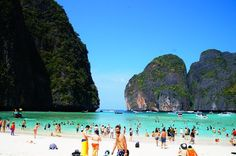 Foot traffic... เกาะพีพีดอน (Koh Phi Phi Don) in กระบี่, จังหวัดกระบี่ Phi Phi Island, Airport Hotel, Speed Boats, Beautiful Places To Visit, Phuket, Dolores Park, To Go, Beach, Travel