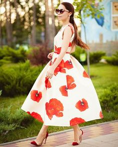 Bye summer, I will miss you. #chicwish dreaming of Hana prom dress( shop link in profile) #chic #hana #poppyflower #red #floral #flower #retro #prom #promdress #redflower #ootd #outfit #dress #dressup #lookbook #blogger #fashion #fashionblogger #shop #sale