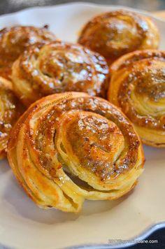 Melcisori cu nuca reteta vieneza | Savori Urbane Romanian Desserts, Romanian Food, Delicious Desserts, Yummy Food, Homemade Sweets, Bulgarian Recipes, Dessert Cake Recipes, Just Bake, Sweet Cakes