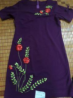 Embroidery On Kurtis, Kurti Embroidery Design, Hand Embroidery Dress, Embroidery Neck Designs, Hand Embroidery Videos, Bead Embroidery Patterns, Embroidery On Clothes, Embroidered Clothes, Ribbon Embroidery Tutorial