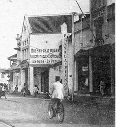 Detailed Pictures   Piano Store, Pasar Besar Surabaya 1910