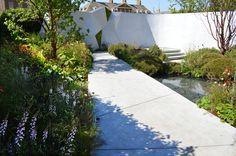 The Jeremy Vine Texture Garden by designer Matt Keightley. Chelsea Flower Show 2017.