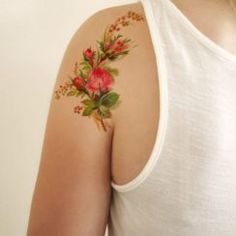 Tatto Ideas & Trends 2017 - DISCOVER Design floral tatouage temporaire vintage par Tattoorary sur Etsy Discovred by : Miluccia Henna Tattoos, Fake Tattoos, Pretty Tattoos, Beautiful Tattoos, Body Art Tattoos, Girl Tattoos, Small Tattoos, Tattoos For Women, Vintage Flower Tattoo