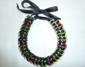 Collier en capsules arrondies de canettes multicolore. : Collier par art-alba