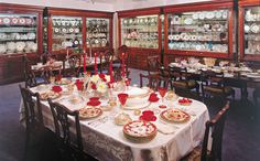 Elise Abrams Antiques The largest collection of museum quality antique porcelain, stemware and tabletop accessories for dining.