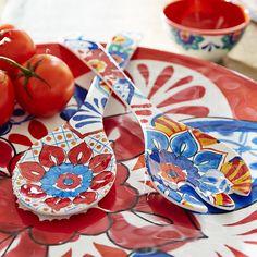 wishlist peças de melamina estampadas em azul da pier 1 para mesa posta.