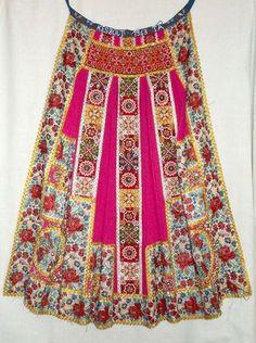 Hungarian Embroidery Mérai viseletröl, Costume from Meran, Hungary Hungarian Embroidery, Folk Embroidery, Embroidery Patterns, Textiles, Folklore, Costumes Around The World, Ethno Style, Textile Fiber Art, Folk Dance